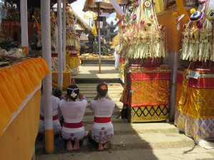 Women praying before they go into the temple.  There isn't ONE altar, like with Buddhism or Christianity.  They have multiple altars, and while I couldn't figure out why, it seems that they do serve different devotional purposes.
