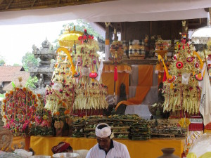 Inside the temple.  Most of this is straw, rice, various paper, and other natural materials.