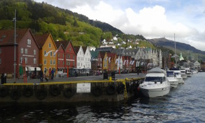 Bergen.03.ColorfulStoresWIthBoats